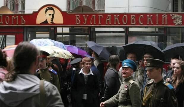 В павильоне «Макет Москвы» в честь 130-летия со дня рождения М. Булгакова пройдут театрализованное и шоу-программы