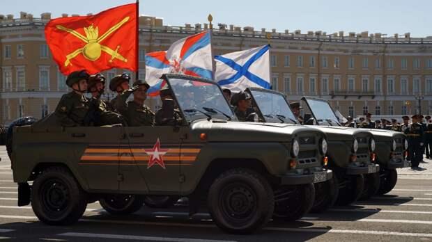 Репетиция парада Победы с участием пеших расчетов и боевой техники состоялась в Петербурге
