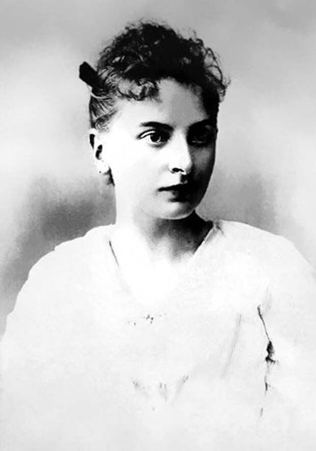 Инесса Арманд в юности