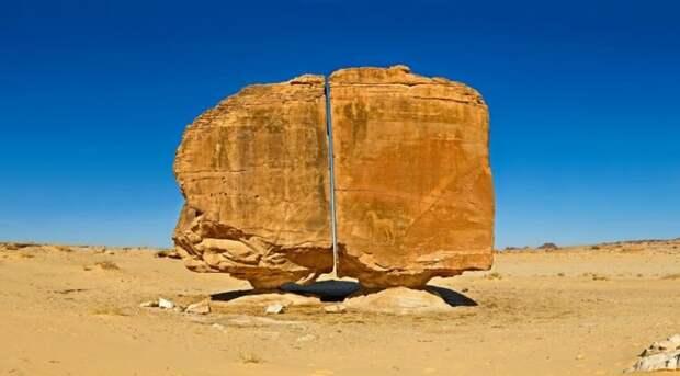Аль-Наслаа – мистическая скала с идеальным разломом посреди аравийской пустыни