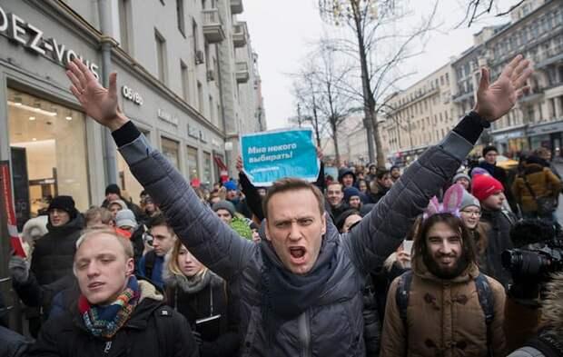 Запад «раскачивает» Россию на протесты за Навального через Прибалтику