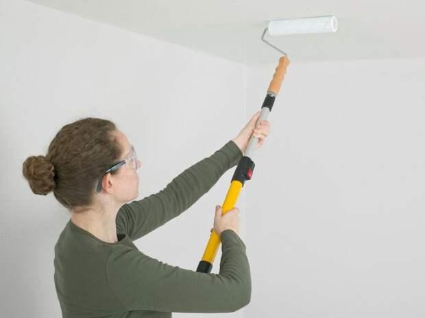 Выбираем водоэмульсионную краску для потолка