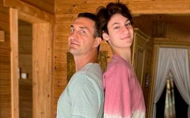 «Уже обогнал моего брата». Виталий Кличко показал, как выглядит его младший 15-летний сын