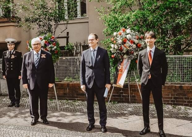 Посол Украины отказался возлагать цветы в Берлине с представителями России