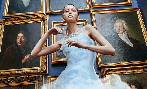 """От 3D-капсулы до """"несвадебной"""" свадебной одежды: лукбуки новых коллекций дизайнеров"""