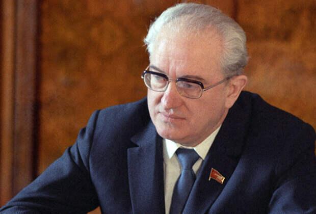 Два года у власти: биография Юрия Владимировича Андропова