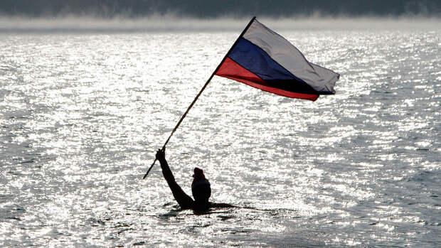 Почему уехавшие из России учат нас жить