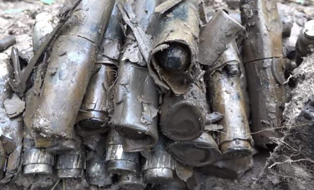 Блиндаж с запретными боеприпасами: счетчик Гейгера затрещал в руках черного копателя