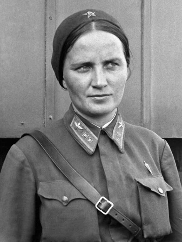 Первые женщины — герои Советского Союза