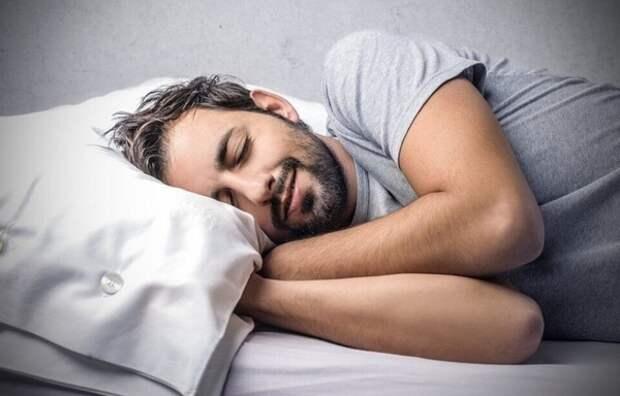 """Заснуть за две минуты помогут простые """"упражнения летчиков"""""""