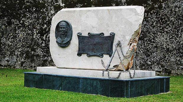 Памятник адмиралу Ушакову на о.Корфу