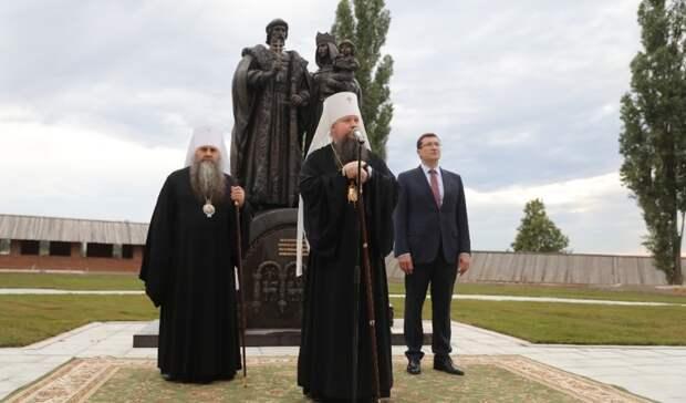 Памятник Дмитрию Донскому иЕфросинье открыли вНижнем Новгороде