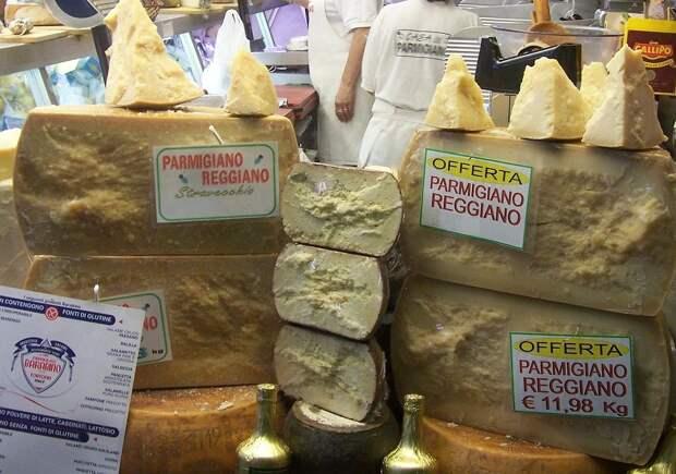 В Италии пожаловались на убытки из-за появления в магазинах российского пармезана