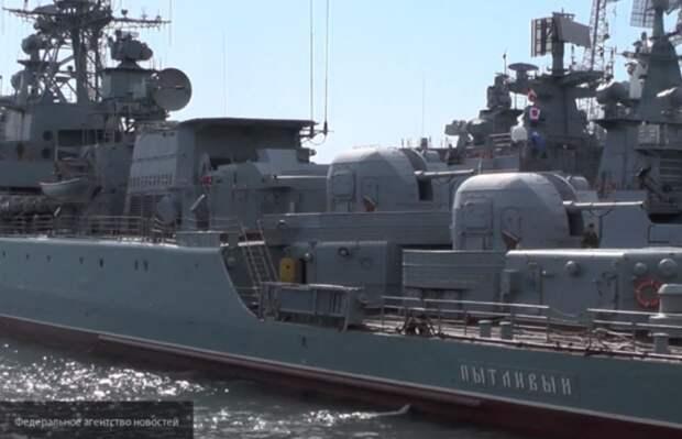 Более 20 кораблей ВМФ Росии заблокировали суда НАТО в Черном море