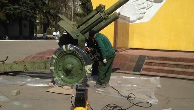 Памятные монументы подготавливают ко Дню Победы в Климовске