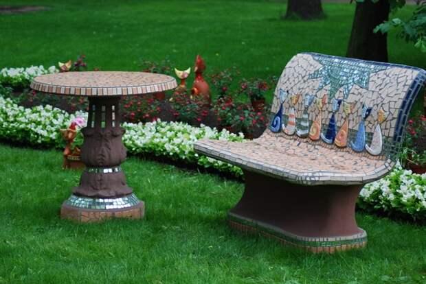 Подборка красивых идей мозаичного декора дачного участка и домика