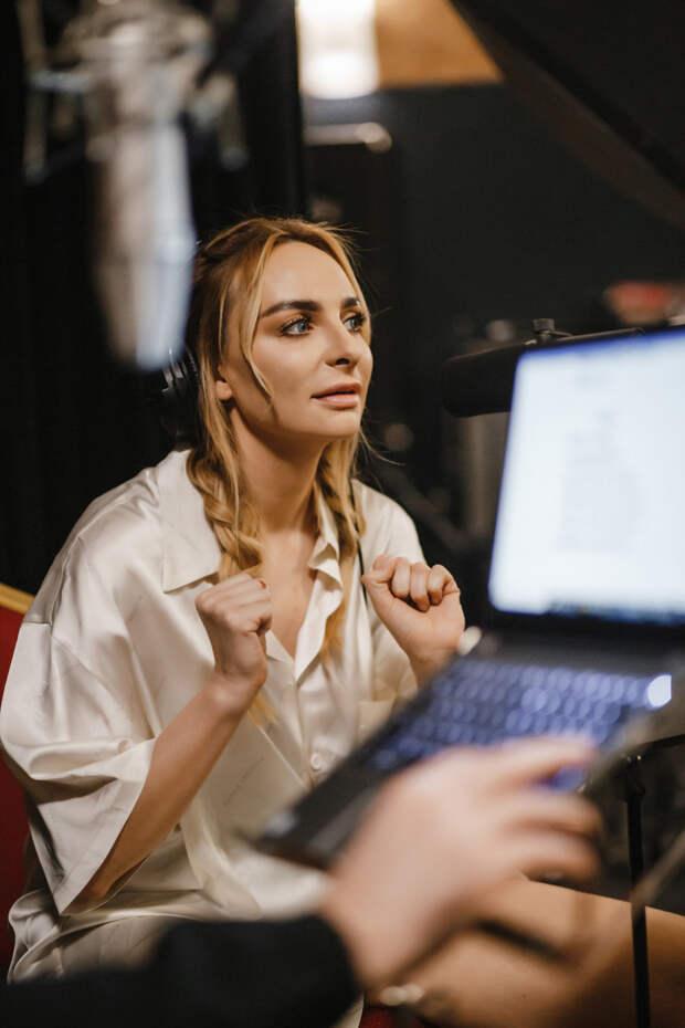 «Я могу заниматься творчеством бесплатно. Главное, чтобы были люди, которые меня вдохновляют», — Екатерина Варнава о дебютном спектакле «Пигмалион»