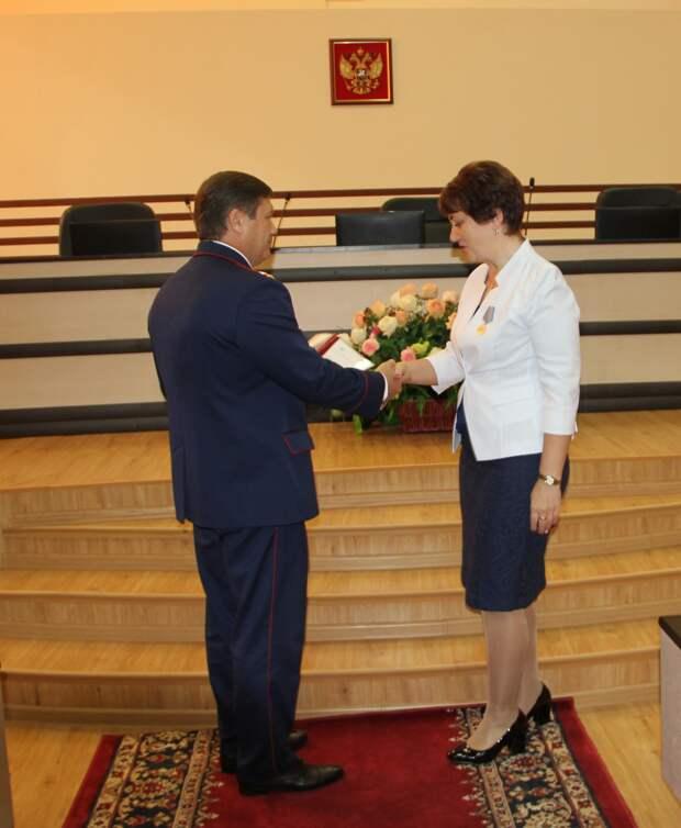 В Перми наградили учительницу, спасшую детей во время нападения на школу