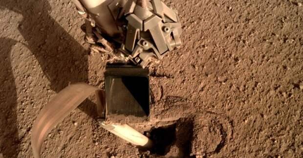 В NASA починили аппарат на Марсе, приказав ему ударить себя лопатой