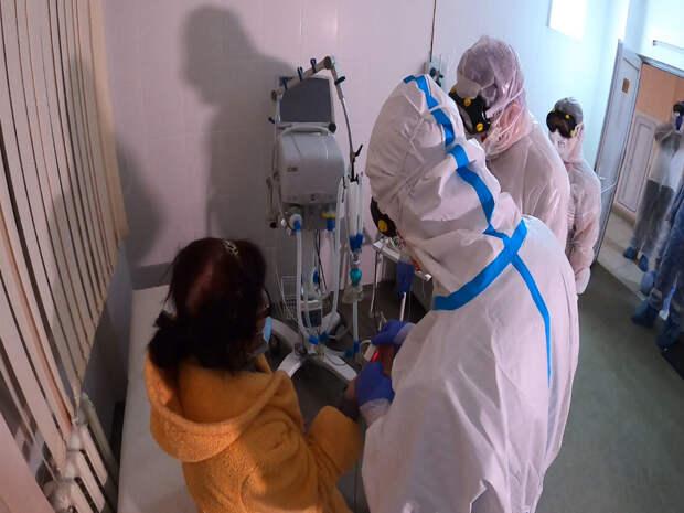 Министр здравоохранения РК вышел на ночную смену в ковидный госпиталь