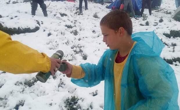 ВУкраинском Закарпатье детский палаточный лагерь накрыло снегом