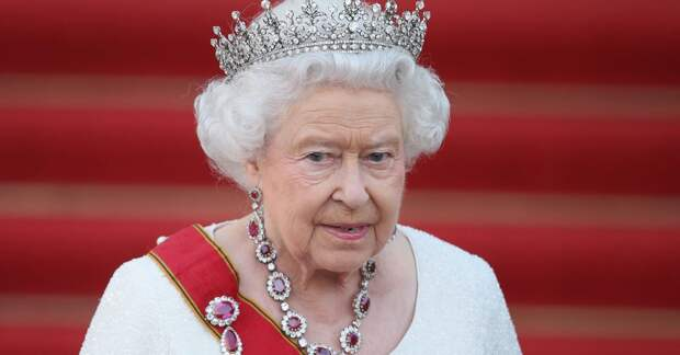 Почему популярность королевской семьи держится исключительно на хрупких плечах Елизаветы II