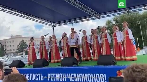 Олимпийскую чемпионку Бацарашкину встретили в Омске песней про монету и Ведьмака