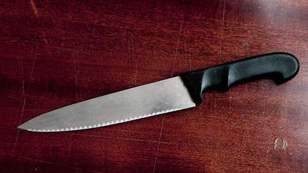 Уголовник из Петербурга ударами ножа ответил на угрозы соседки по коммуналке