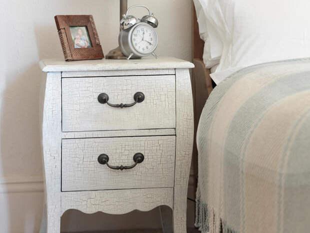 Искусственные трещины на мебели. Фото с сайта makeityours.co.uk