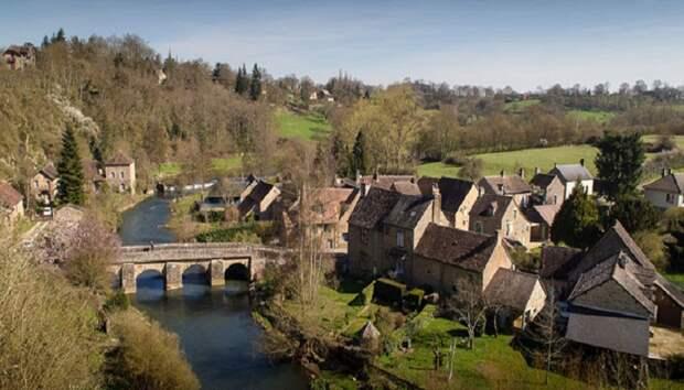 В живописном городке Шан-дю-Буль можно купить землю под строительство по 1 евро за квадратный метр (Франция). | Фото: prekrasna-vasilisa.org.