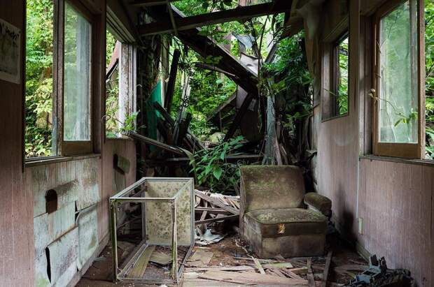 9 офигенных фото заброшенных мест Японии