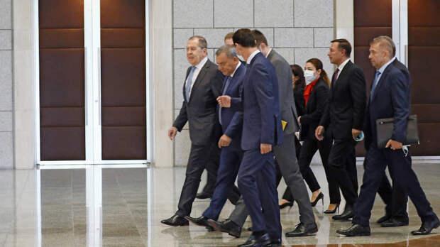 Дамаск уже давно не видел столь представительной делегации из России: на встречу с президентом Сирии Башаром Асадом (третий слева) прибыли глава МИД РФ Сергей Лавров (слева) и вице-премьер Юрий Борисов (второй слева)