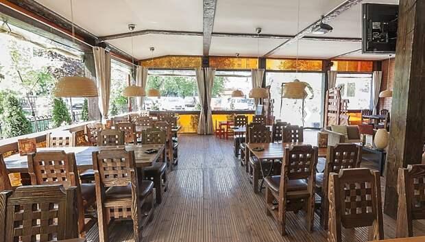 В области попросили закрыть летние веранды в кафе и ресторанах из‑за ветра