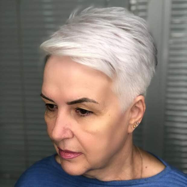 стрижки после 60 лет на редкие волосы фото 14