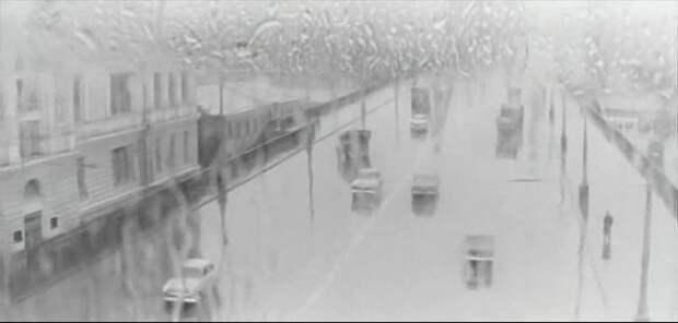 Кстати, сквозь залитое дождем стекло автобуса Димка видит Крымский мост и эстакаду у Зубовского бульвара: СССР, авто, автобус, кино, москва, общественный транспорт, троллейбус
