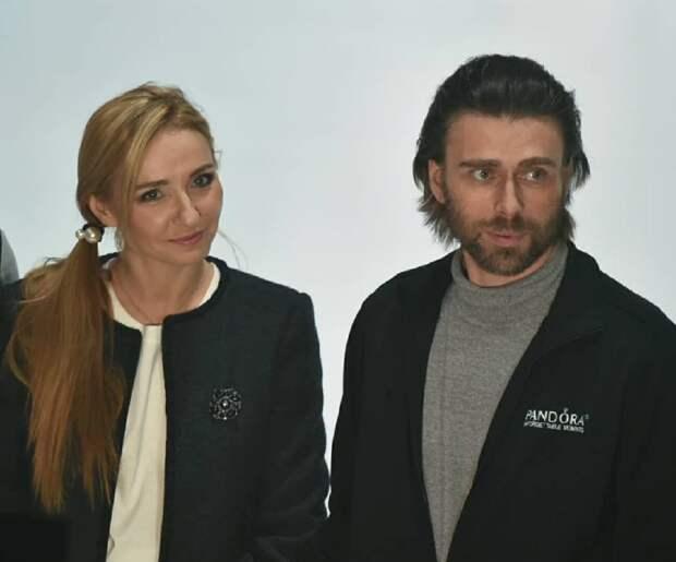 Убитый горем муж Заворотнюк впервые вышел к журналистам. Таким его еще не видели