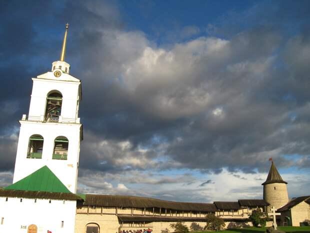 Поездка в Псков. Псковский Кром (Кремль). Сердце древнерусской псковской крепости.