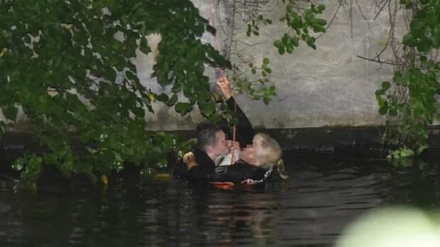В Берлине женщина-полицейский спасла тонущего вора
