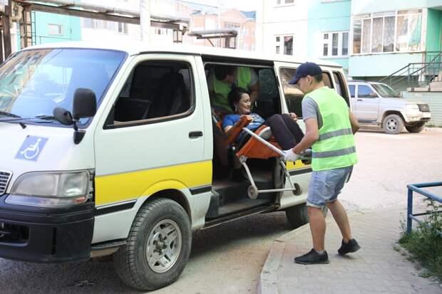 В Якутске продали автомобили администрации и открыли социальное такси для инвалидов