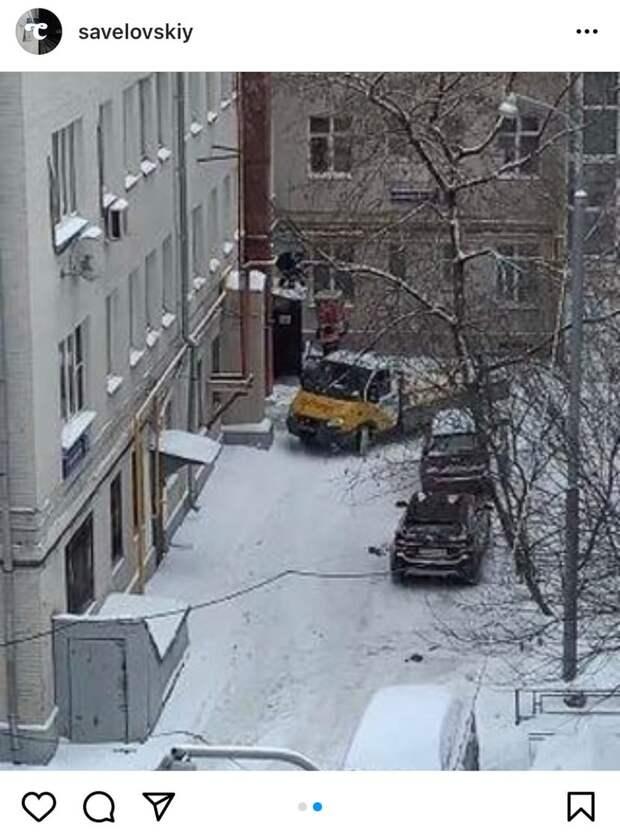 Фото дня: переезд через окно в Савеловском