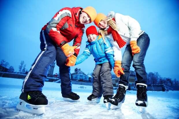 Первым шагам на льду новичков будут учить по субботам и воскресеньям/Fotobank