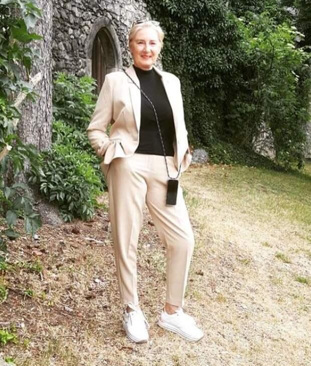 Кроссовки после 50, как и с чем носить