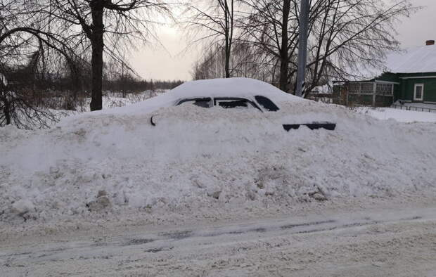 Снег почистили - машина нашлась.
