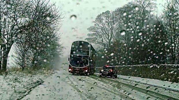 Дрифт на двухэтажном автобусе: смерть близко