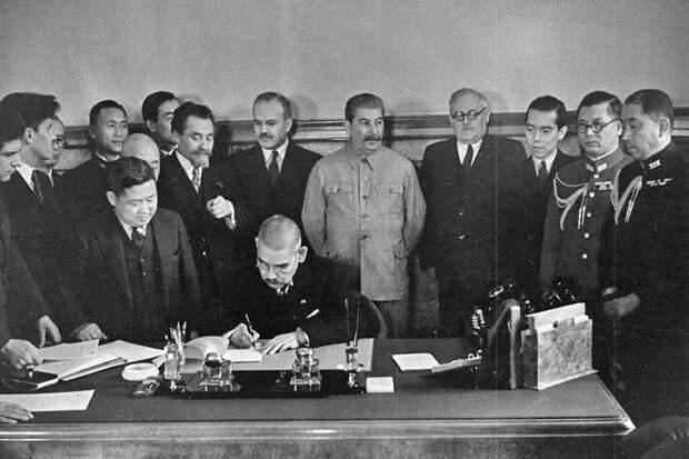 Как Сталин избежал войны на два фронта