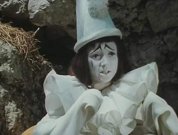 Кто он, печальный Пьеро из любимой сказки детства.