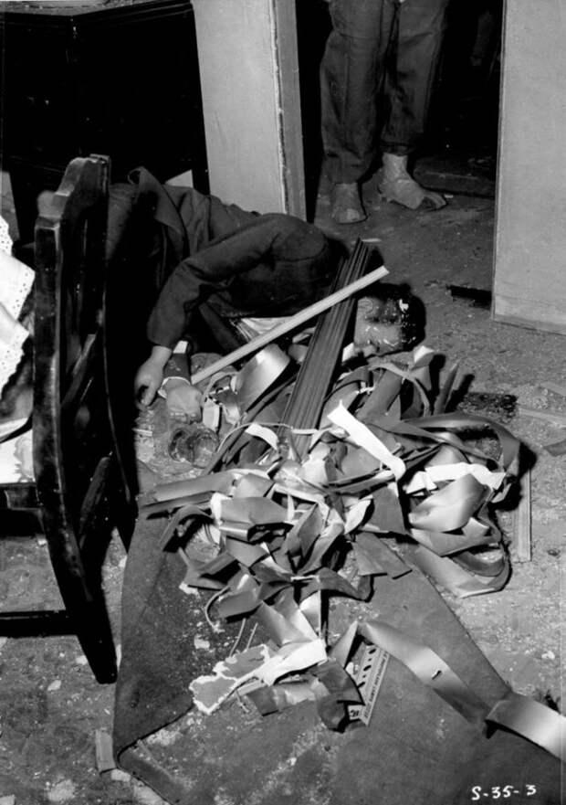 8 криповых фото города манекенов, который уничтожили бомбой