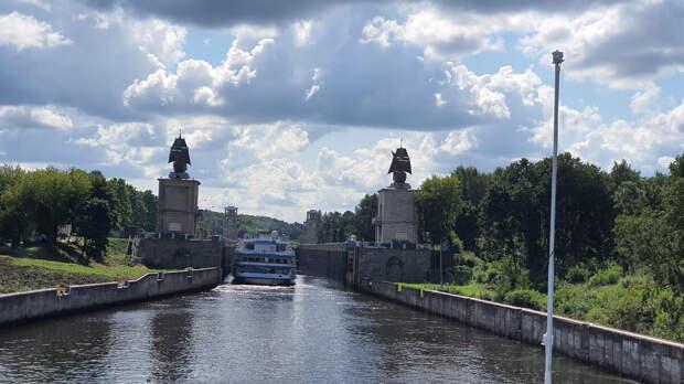 Третий шлюз канала имени Москвы