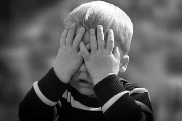 В ХМАО мать запирала двоих детей в неотапливаемом вагончике без еды