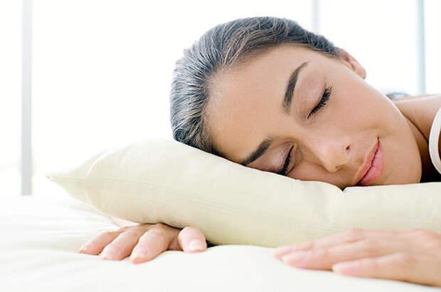 Как не проснуться «помятой»: 3 простые привычки, сохраняющие молодость во сне